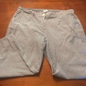 ❤️Sale 3/$18 BLUE AND WHITE PIN STRIPED CAPRIS